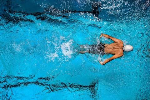 Как да изгорим калории на басейна: Тези упражнения ще ви помогнат.